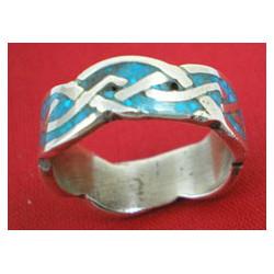 Cris-cros ring