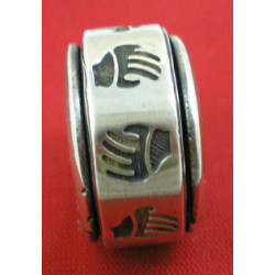 Hands ring