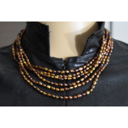 Marron pearl necklace
